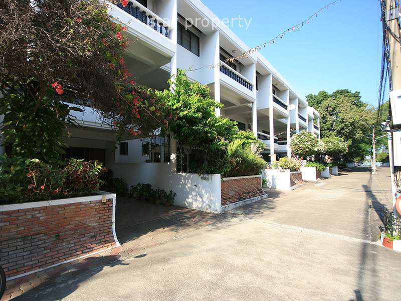 Beautiful 3 Storey Town Home For Rent at Suksamran