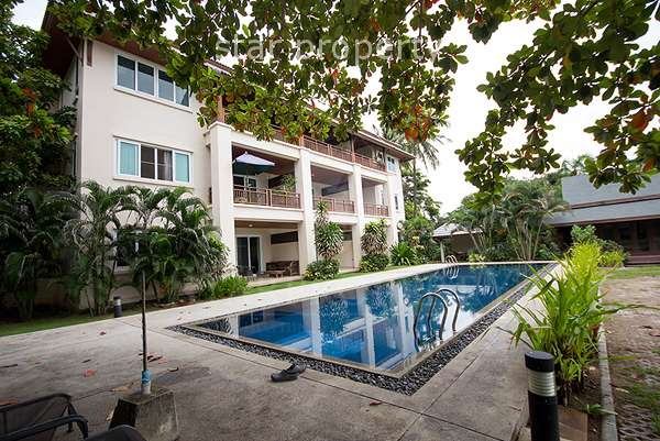 1 Bedroom Apartment at a Beachfront Condominium Chon Chalet at Hua Hin District