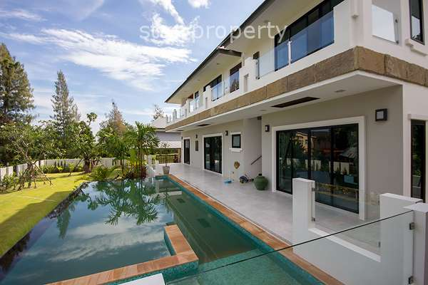 4 Bedroom Pool Villa for Sale near Banyan Golf Course
