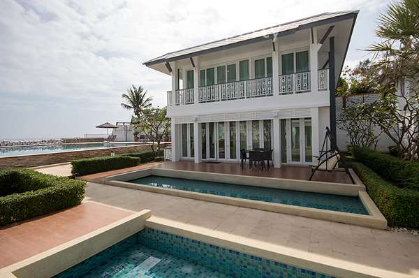 Exclusive Beachfront 3 Bed House in Khao Takiab