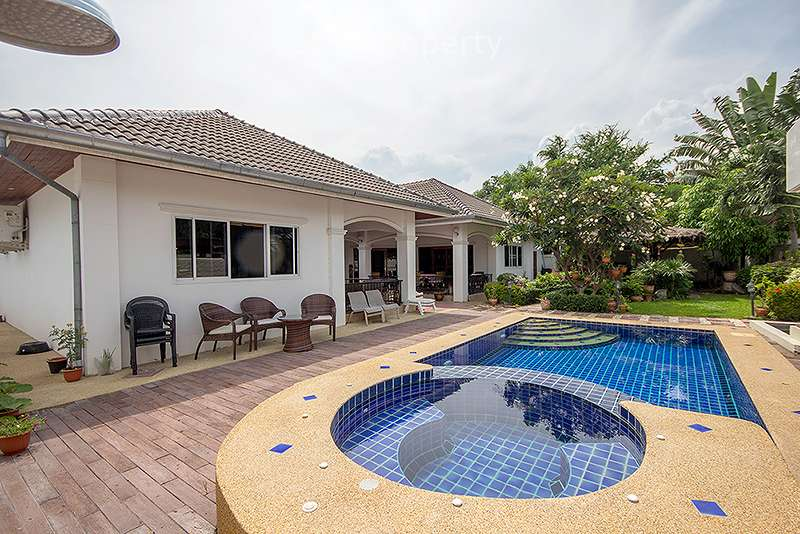Bungalows in Hua Hin Soi 102 with Pool for Sale