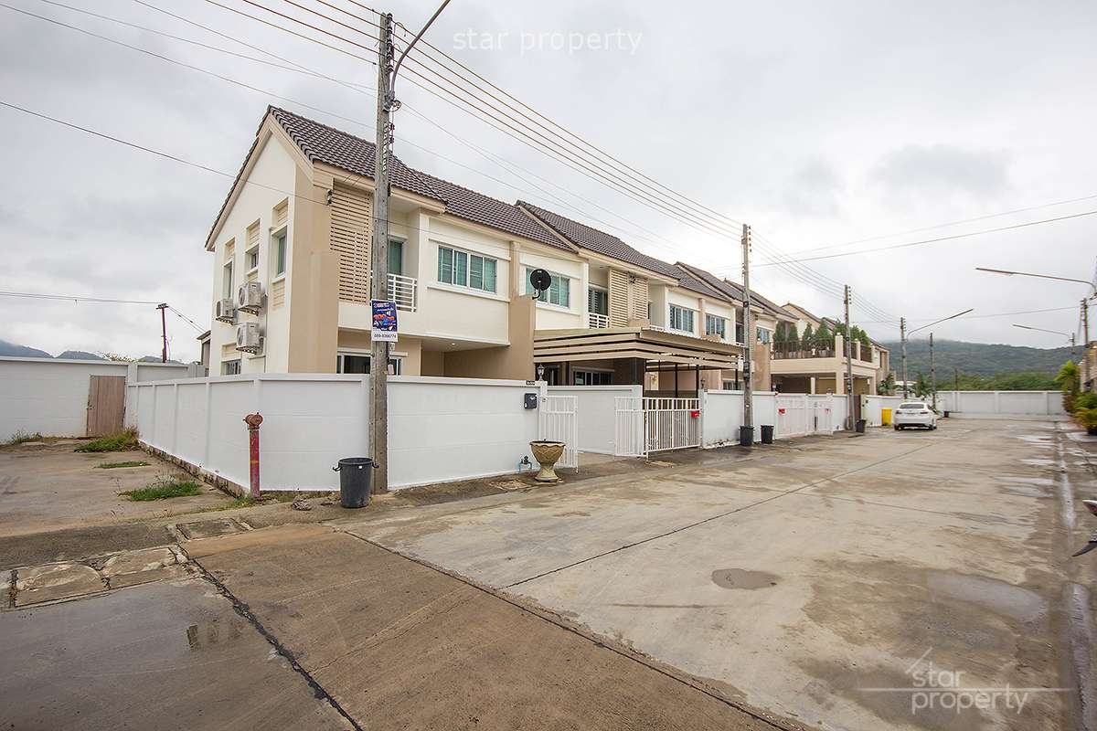 Beautiful Town House Hua Hin Soi 94 at The Glory House Village