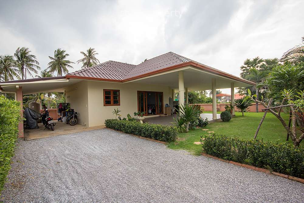 2 Bedroom Bungalow for Sale in Pranburi at Pran Buri District, Prachuap Khiri Khan, Thailand