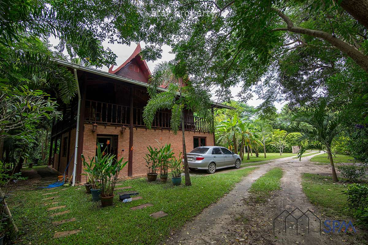 Truly Beautiful Thai-style wooden house for Rent