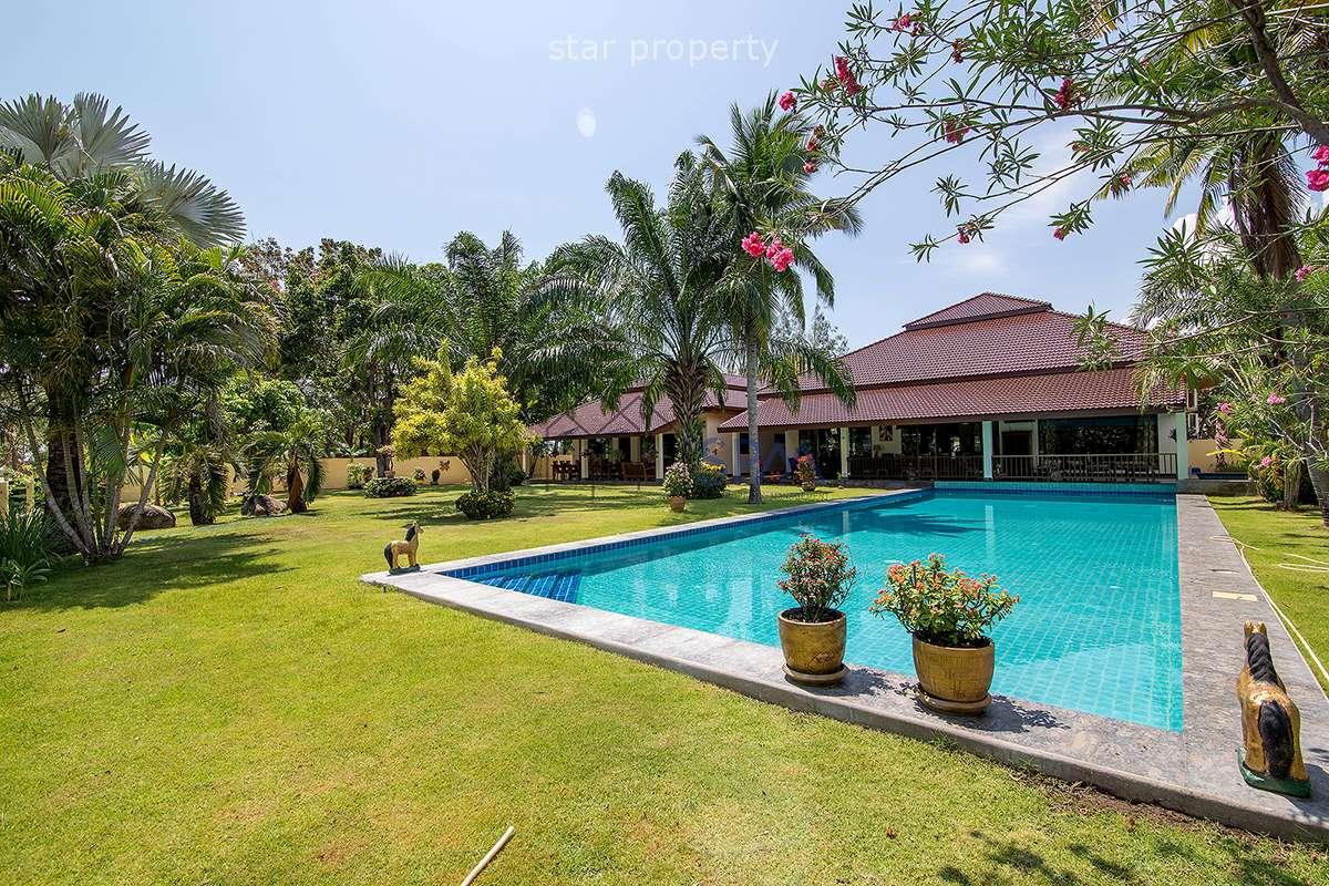 Prestigious Pool Villa at Palm Hills Golf Course For Sale