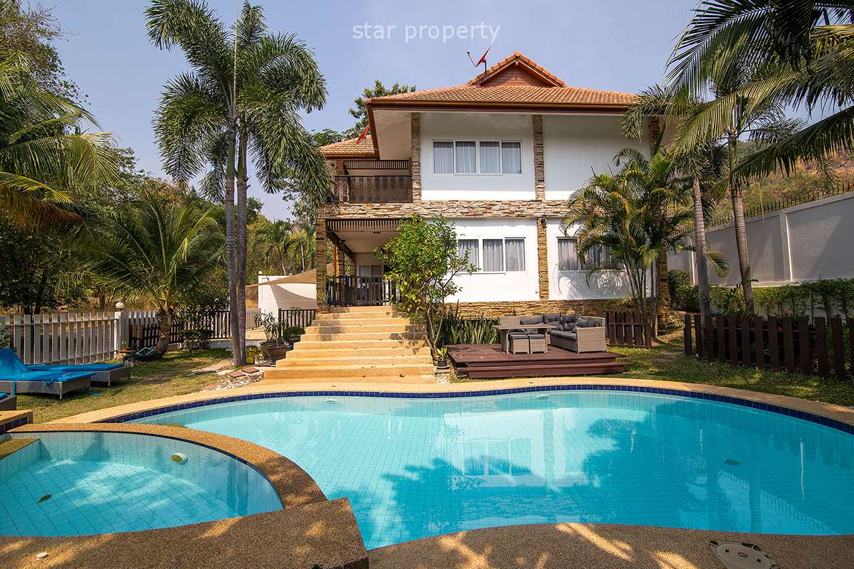 4 Bedrooms with Swimming Pool near the Center for Rent