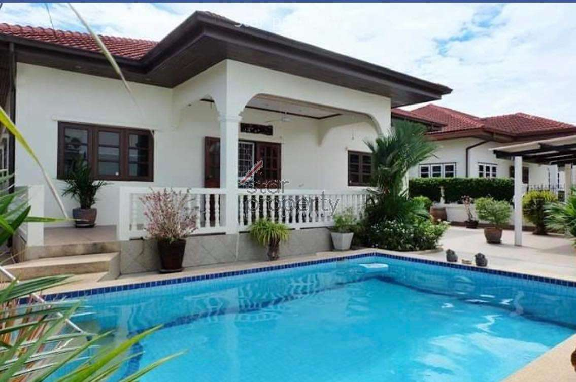 Beautiful 3 Bed Pool Villa in center of town for rent at Soi 94