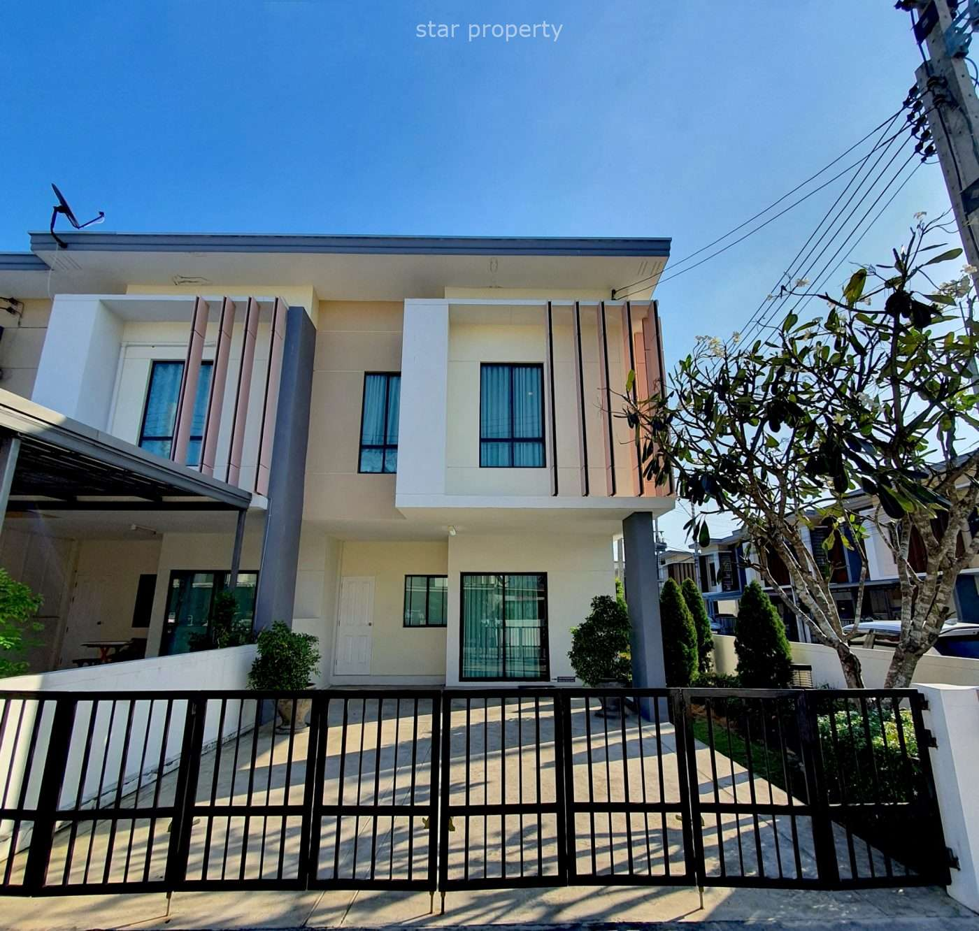 3 bedrooms 2 storey townhome fully furnished