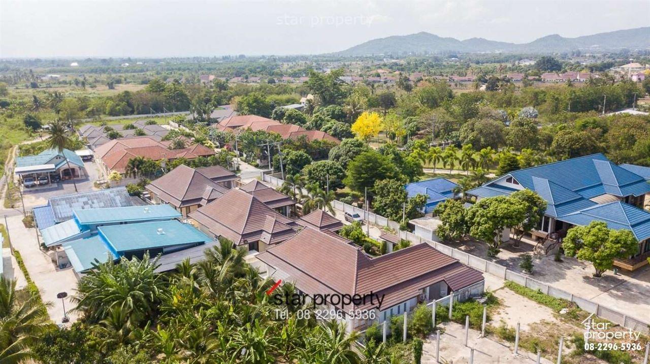 Private Bungalow near Wat Nikro