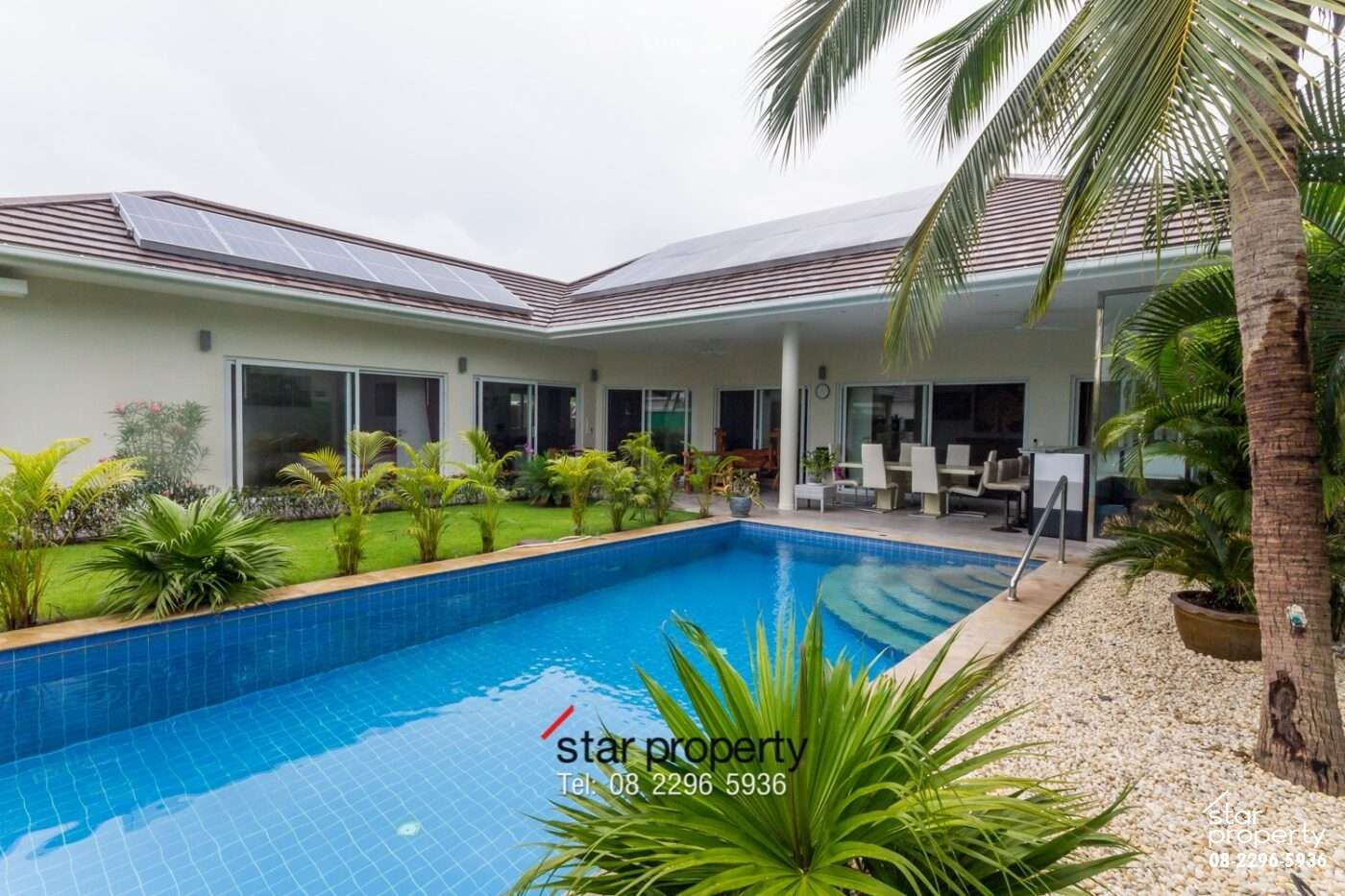 Beautiful Villa Near Town for Sale at Palm Avenue 1